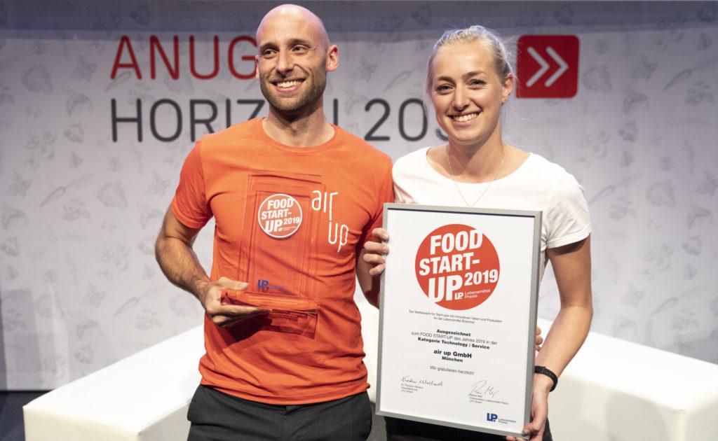Air up, Jannis Koppitz (CEO, Co-Founder, Geschäftsführer) und Sprecherin Bernadette Aicher